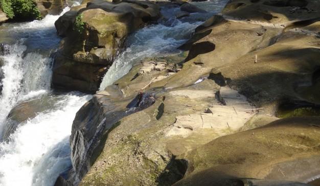 image of Nafa-Khum Waterfall