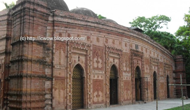 image of Majlis Awlia Mosque or Pathrail Mosque
