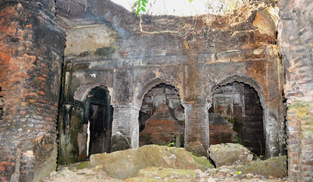 image of Single domed Mosque and Tomb of Shah Mansur