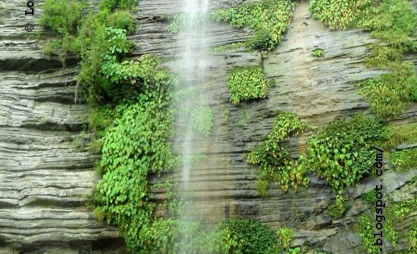 image of Chhoto Darogar Hat Waterfall