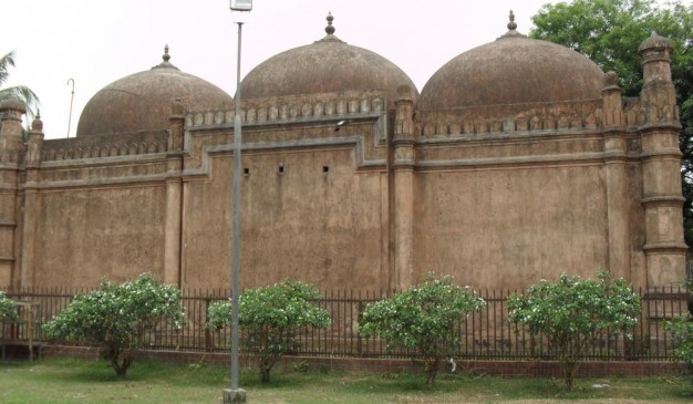 image of Khwaja Shahbaz Mosque and Tomb