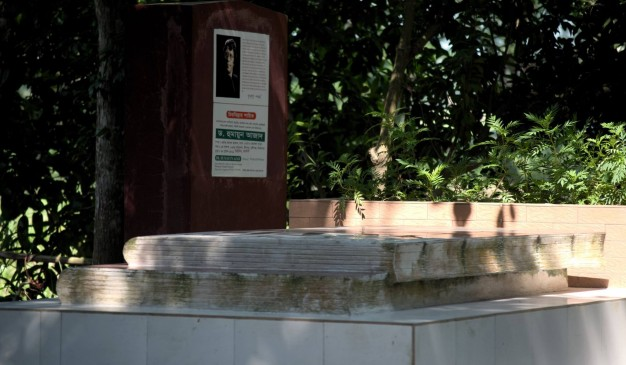 image of Grave of Humayun Azad